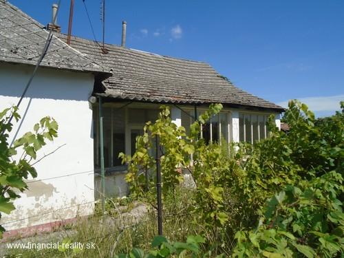 V obci Radvaň nad Dunajom starší rodinný dom na predaj aj na splátky