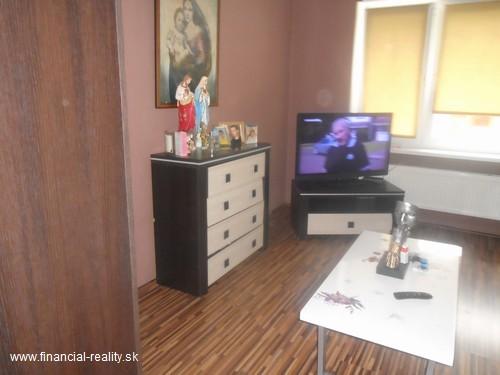 Komárno - Prerobený 2 izbový byt na predaj