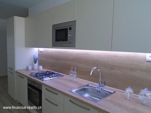 Komárno - rekonštruovaný 2 izbový byt na predaj