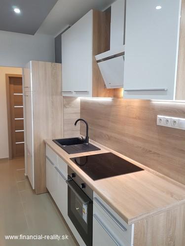 PREDANÉ - Komplet rekonštruovaný 2 izbový byt na predaj v Komárne