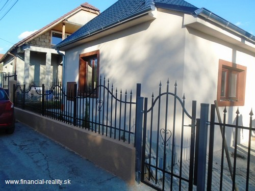 PREDANÉ - Dulovce - dom po úplnej rekonštrukcii na predaj