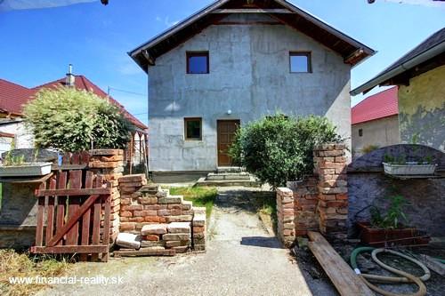 NA SPLÁTKY - Kolárovo - rodinný dom na predaj