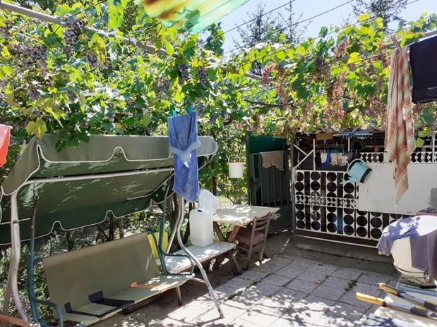 Komárno - víkendový dom v 10 á záhrade na predaj