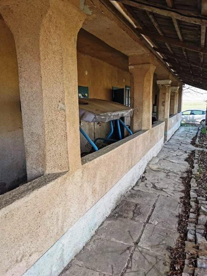 Kolárovo - dom na samote na 40 árovom pozemku