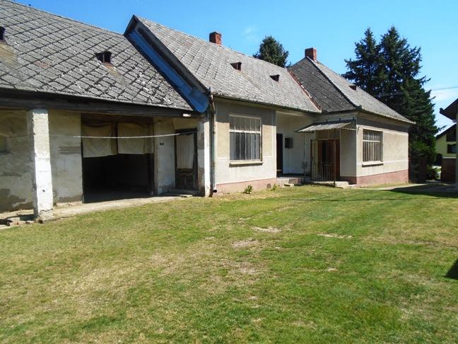 Marcelová - dom na 32 árovom pozemku