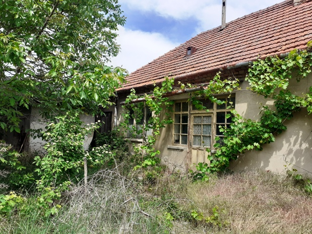 Martovce - dom v pôvodnom stave v dobrej lokalite na predaj