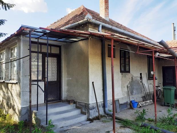 PREDANÉ - Okoličná na Ostrove - dom v pôvodnom stave na predaj