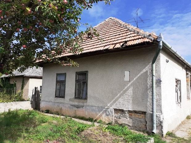 Pribeta - dom na veľkom pozemku na predaj