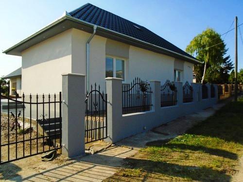 Znížená cena -  krásny, rekonštruovaný dom na predaj v obci Svodín