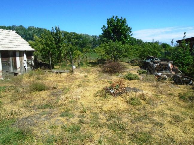 Trávnik - RD na 21 árovom pozemku