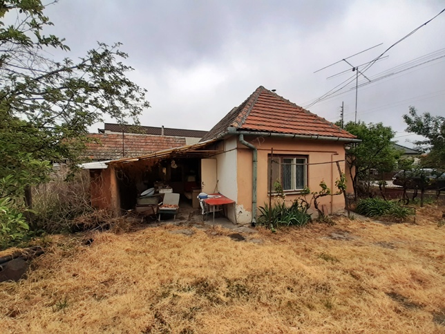 Vrbová nad Váhom - dom, pozemok, domček na predaj